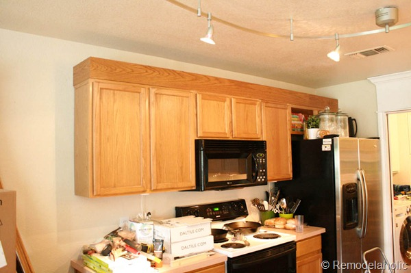 Wonderful Upgrade Oak Kitchen Cabinets With Crown Moldings 7