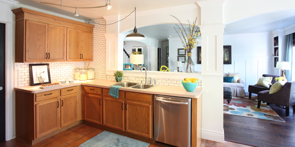 Great ideas to update oak kitchen cabinets for Updated kitchen remodels