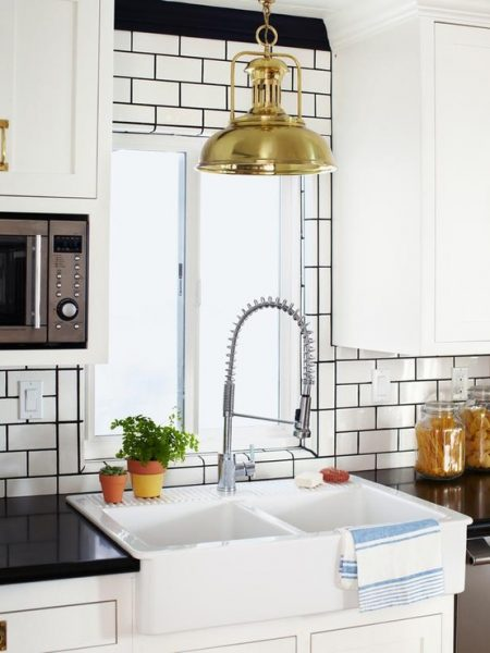 white subway tile with black grout kitchen6