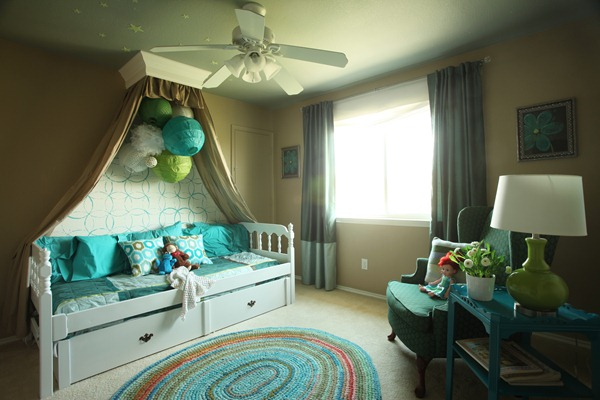 Girls Bedroom with stenciled wall and crown cornice canopy bed blue and green (4)
