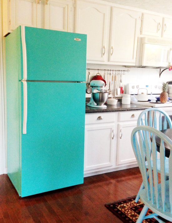 Remodelaholic | Trending Now: Color in the Kitchen on turquoise kitchen color ideas, turquoise retro furniture, red retro kitchen ideas, turquoise home decor ideas,