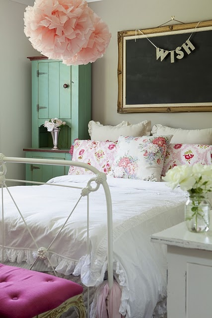 Remodelaholic 30 bedrooms for teen girls for Chic bedroom ideas for teenage girls