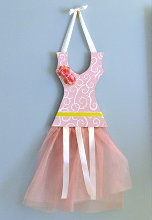 ballerina-hair-clip-dress tutorial-hair-bow-storage-tutorial