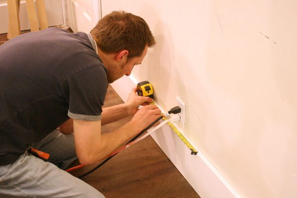How to ensure even spacing when doing Board and batten from remodelaholic (36)