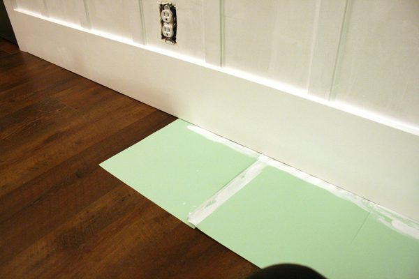 How to paint baseboards the easy way. Board and batten wall tutorial, simple texture remodelaholic (60)