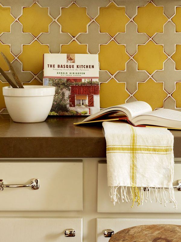 Remodelaholic 25 great kitchen backsplash ideas for Great kitchen tile ideas