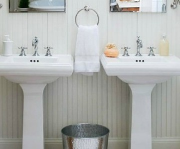bright white bath for two feature