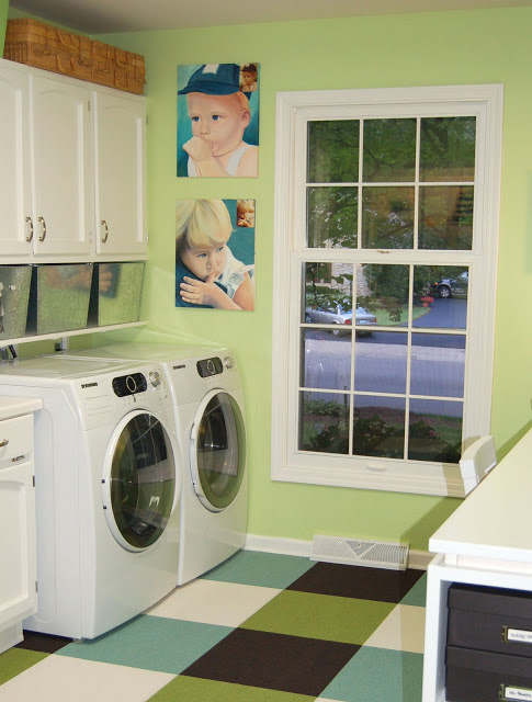 Remodelaholic 25 ideas for small laundry spaces for Laundry room office