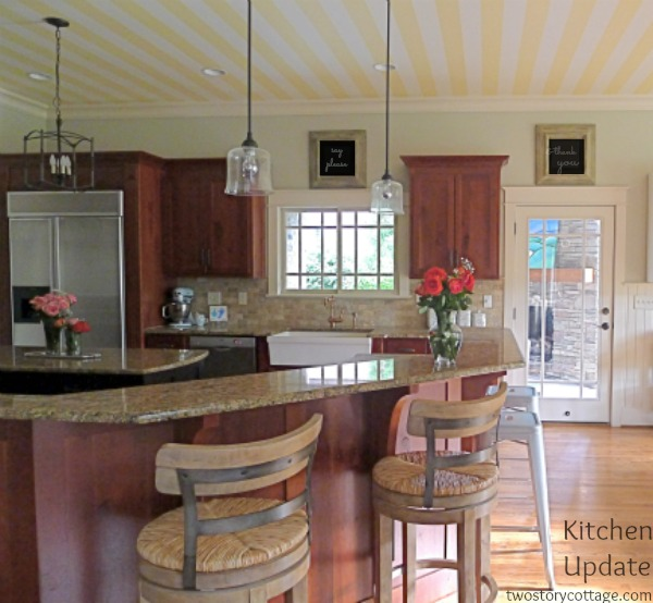 Get this look park house with oak kitchen cabinets for Better homes and gardens painting kitchen cabinets