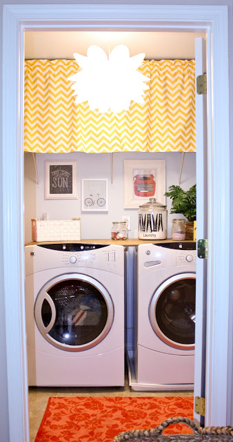 25 ideas for small laundry spaces page 3 remodelaholic. Black Bedroom Furniture Sets. Home Design Ideas