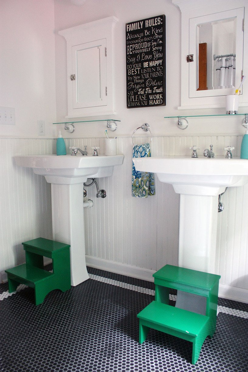 Get This Look: Bright White Double Vanity Bath | Remodelaholic
