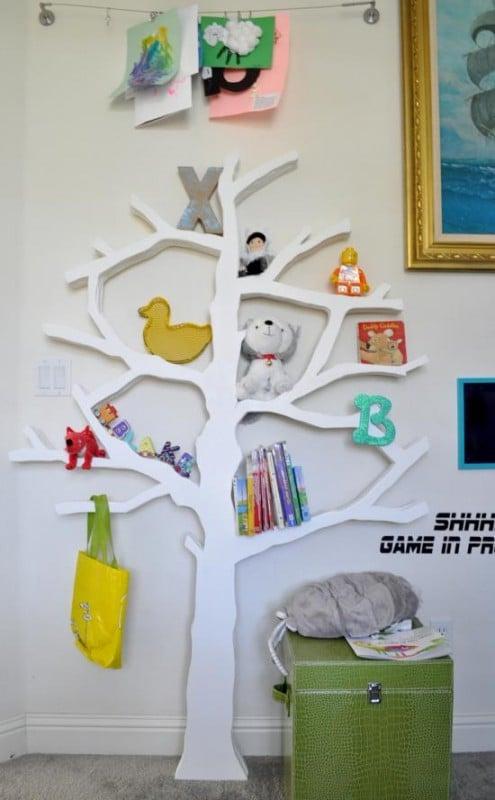 Remodelaholic 25 great diy shelving ideas for Corner tree bookcase