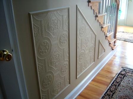faux wainscoting using paintable wallpaper, Suzy's Sitcom on Remodelaholic