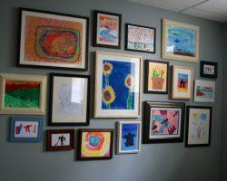 kids-art-gallery-wall-600x400