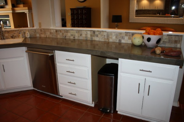 update countertops with concrete, Design Stocker on Remodelaholic