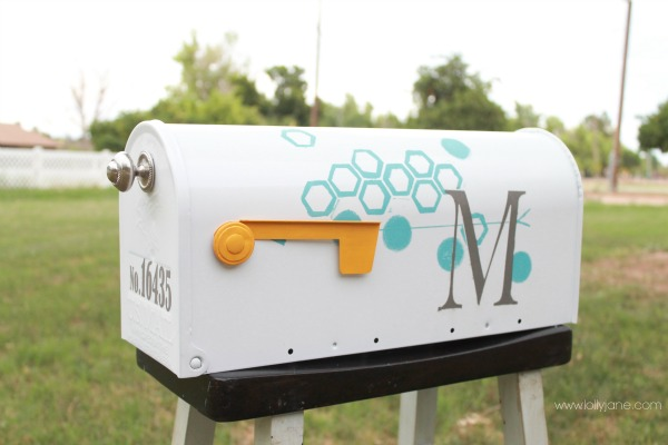 diy mailbox makeover with paint and tape, LollyJane