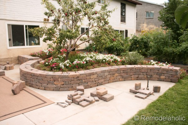 how to build a retaining wall with Rumblestone blocks from Remodelaholic