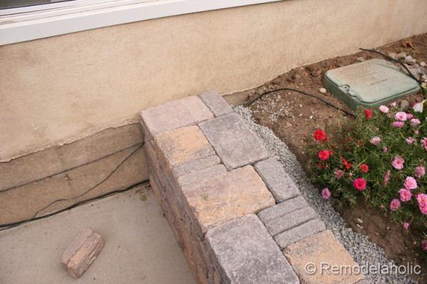 building a curved retaining wall for the backyard from Remodelaholic