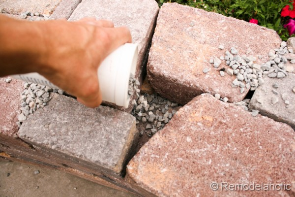 How to keep spiders out of a DIY retaining wall from Remodelaholic