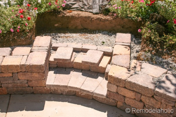 How to build steps into a retaining wall from Remodelaholic