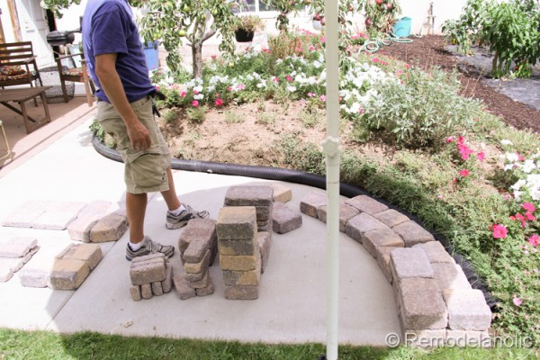 Building a backyard retaining wall by Remodelaholic