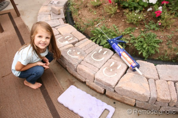 building a retaining wall, by Remodelaholic