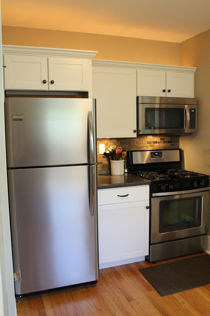 Bistro White Kitchen Cabinets