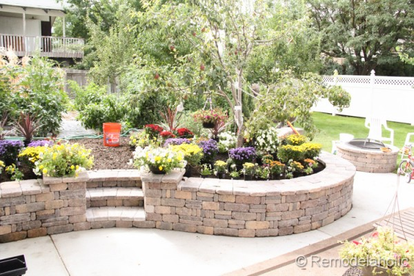Come learn how to build a beautiful retaining wall, a tutorial from Remodelaholic