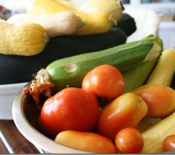 Re-Grow Vegetables from Scraps via Tipsaholic.com