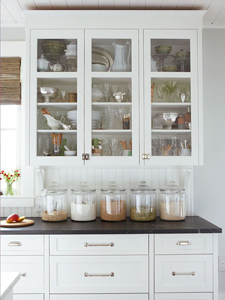 classic kitchen curio tips via Remodelaholic.com