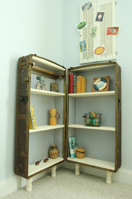 Turn An Antique Trunk Into A Bookshelf | featured on Remodelaholic.com #antique #vintage #furniture #upcycle #trunk #bookshelf @Remodelaholic