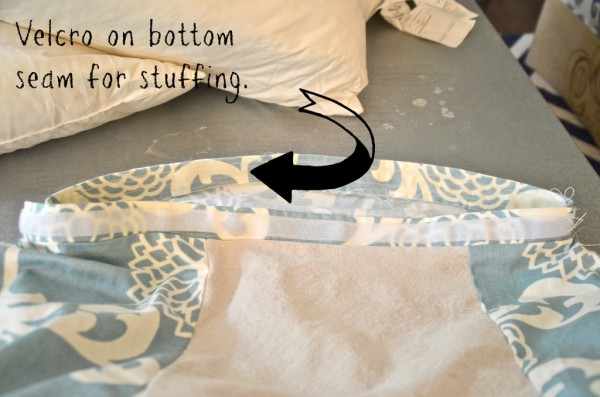use velcro on a floor pouf to make it easy to stuff and wash, featured on Remodelaholic.com