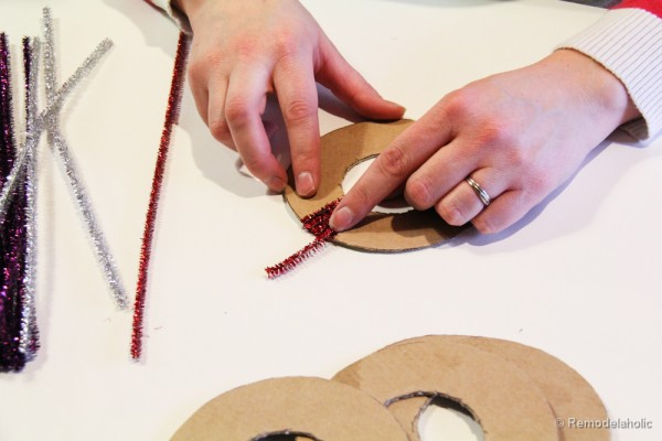 Pipe Cleaner Chirstmas Wreath ornament tutorial-11