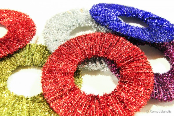 Pipe Cleaner Chirstmas Wreath ornament tutorial-12