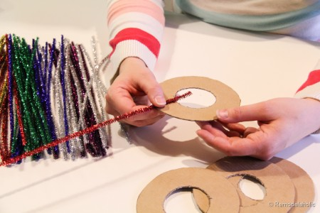 Pipe Cleaner Chirstmas Wreath ornament tutorial-6