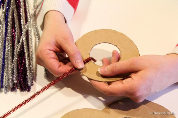 Pipe Cleaner Chirstmas Wreath ornament tutorial-7