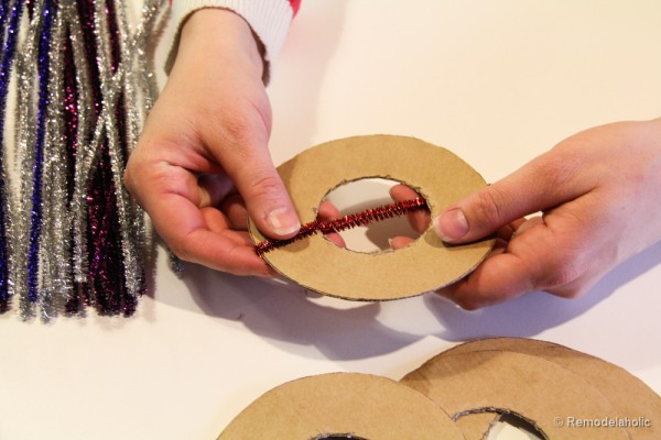 Pipe Cleaner Chirstmas Wreath ornament tutorial-8