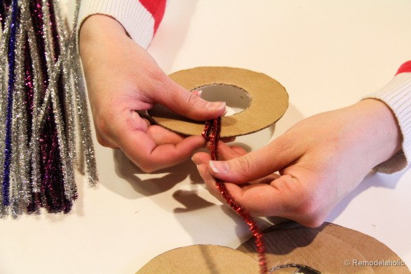 Pipe Cleaner Chirstmas Wreath ornament tutorial-9