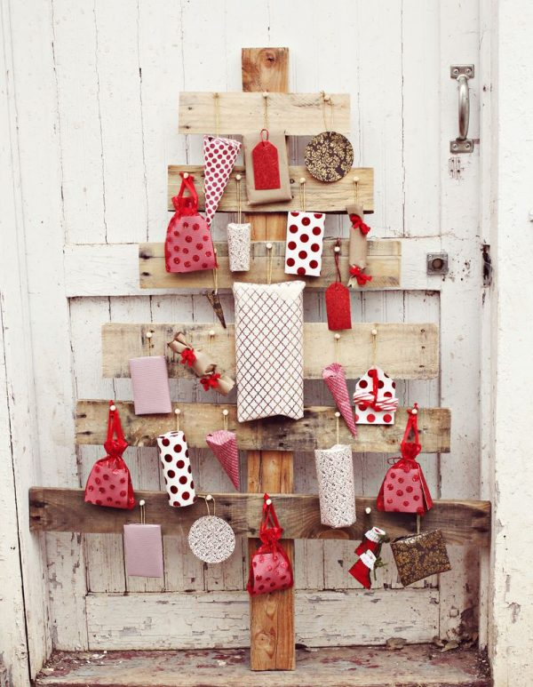 pallet wood christmas tree advent calendar, A Beautiful Mess via Remodelaholic