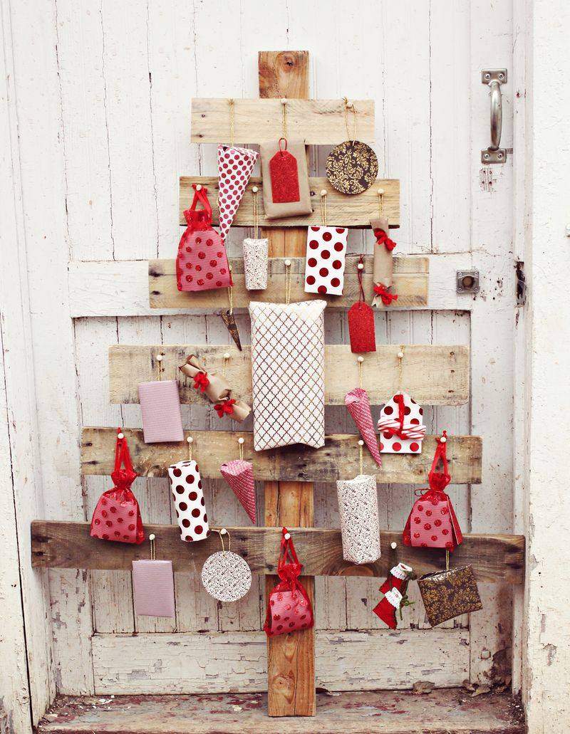 pallet wood christmas tree advent calendar a beautiful mess via remodelaholic - Wooden Christmas Advent Calendar