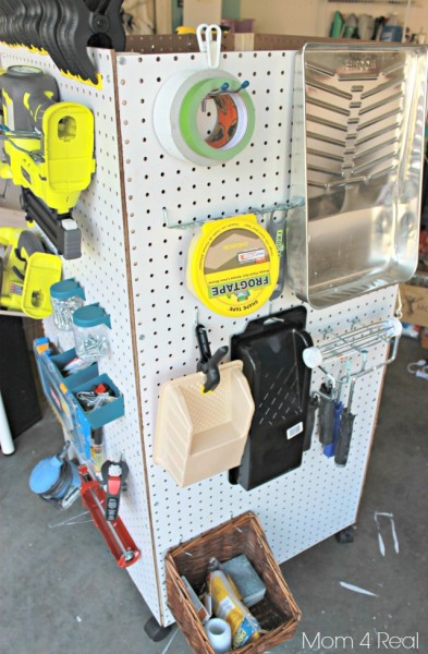 portable garage tool organizer using pegboard, Mom4Real via Remodelaholic