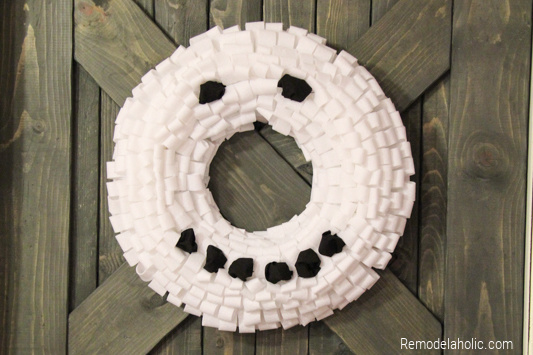 Tutorial For Making A Snowman Wreath for winter decoration From Remodelaholic