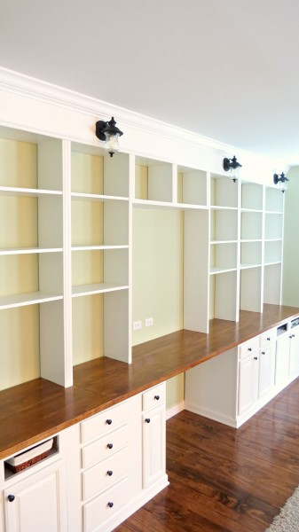 build a wall-to-wall built-in desk and bookcase unit, Home Is Where My Heart Is featured on Remodelaholic