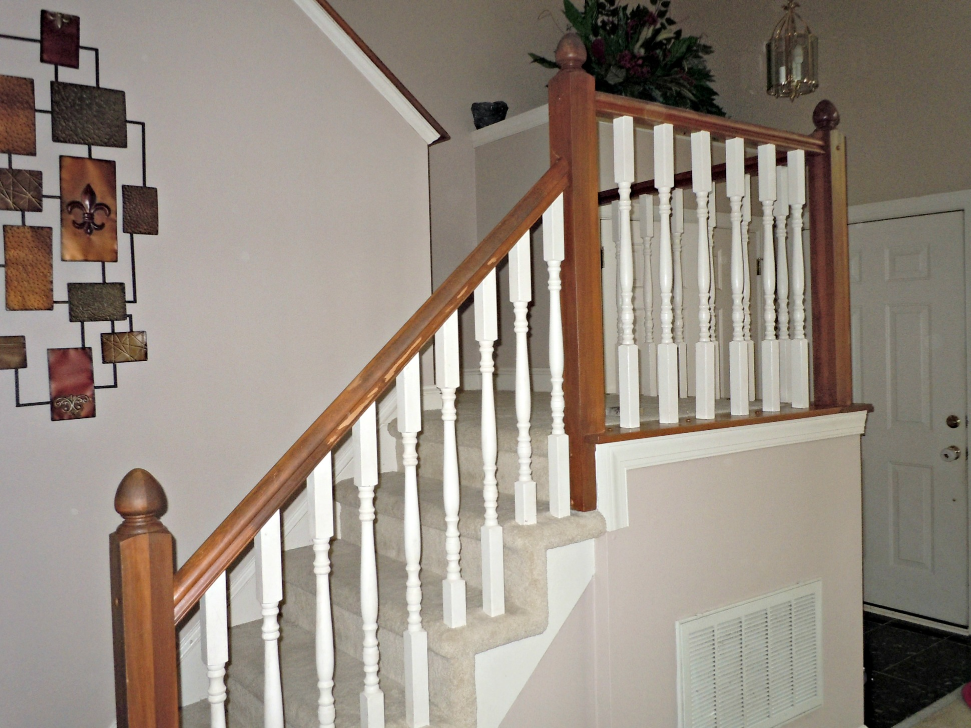 Exceptionnel ... Diy Oak Banister Makeover, Semi Domesticated Mama Featured On  Remodelaholic Builder Grade Oak Stair ...