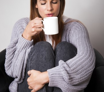 7 Ways to Treat Cold Hands and Feet This Winter