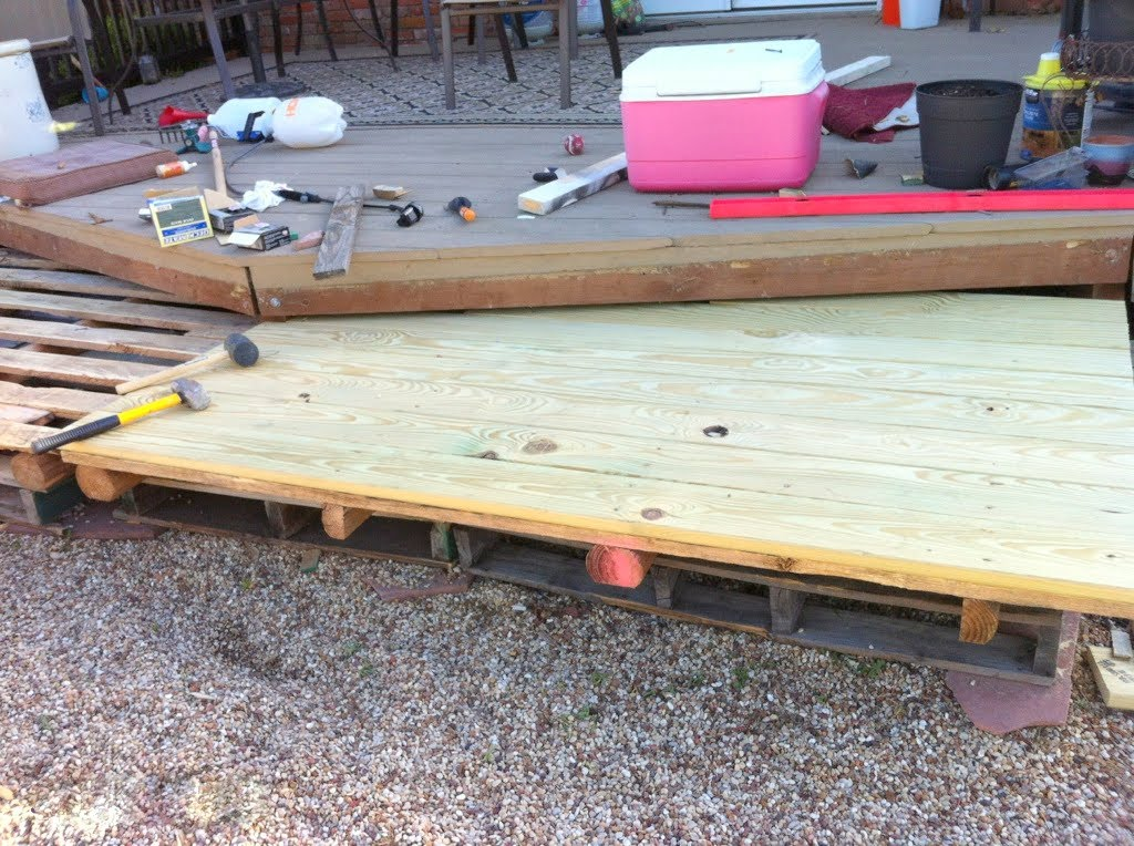 remodelaholic build a wooden pallet deck for under 300