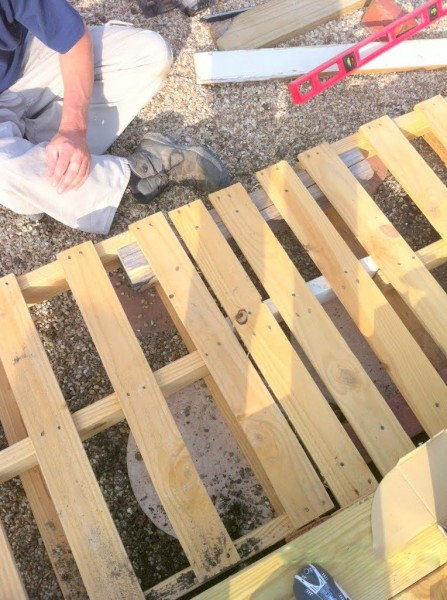 pallet deck with support boards for structure, The Second Wind of Texas featured on Remodelaholic