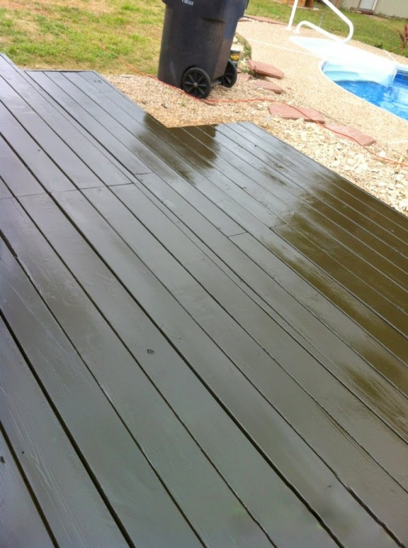 solid color stained pallet deck, The Second Wind of Texas featured on Remodelaholic