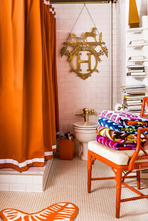 Adler orange bathroom