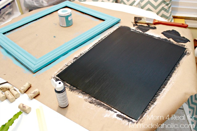 Remodelaholic Thrifted Picture Frame Turned Chalkboard
